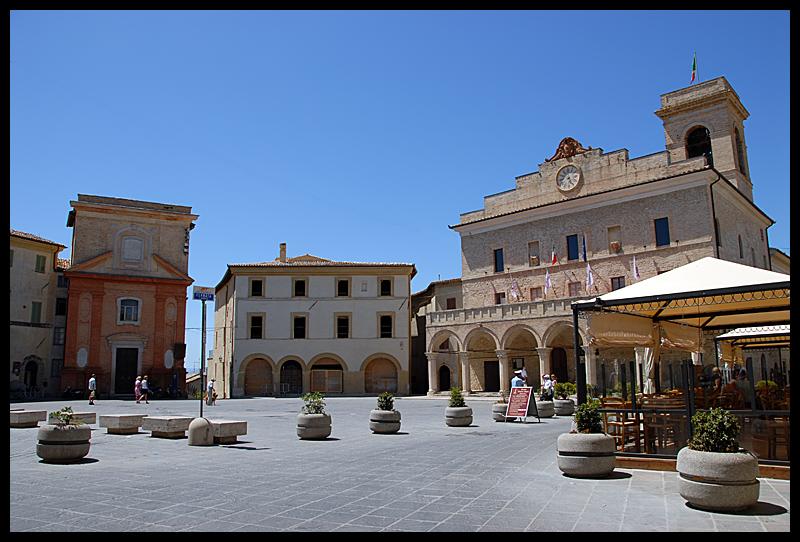 montefalco_la_piazza
