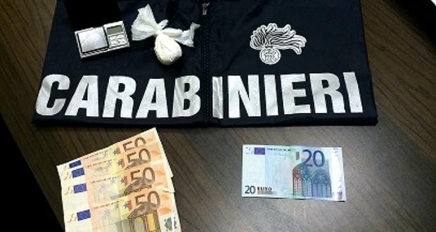 Terni, blitz dei Carabinieri in via Romagna: arrestati due marocchini spacciatori.