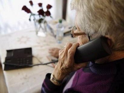 anziana-al-telefono
