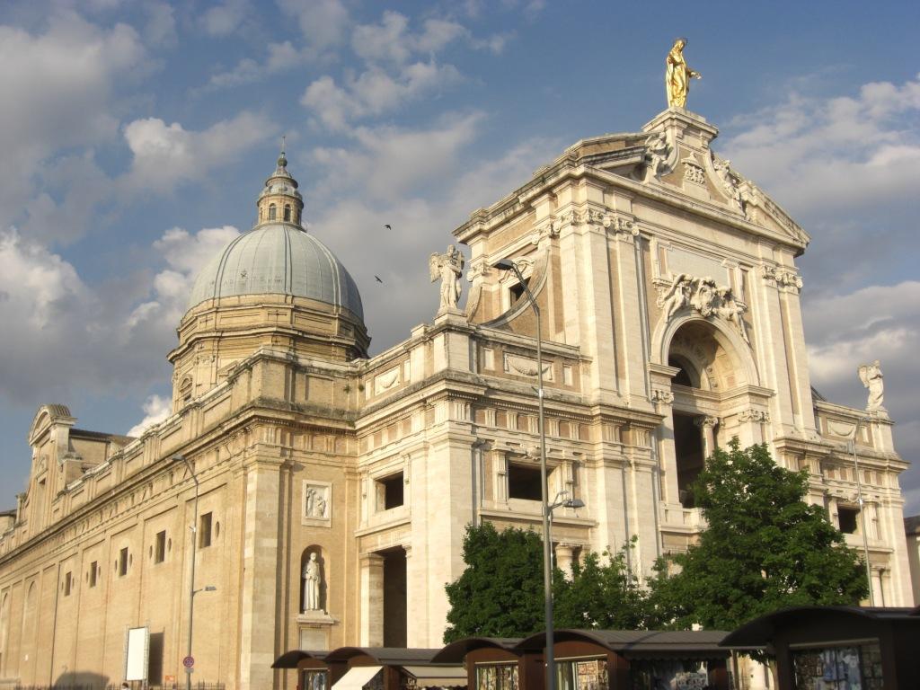 la basilica di santa maria degli angeli in assisi, dove avrà inizio la prima festa regionale della famiglia