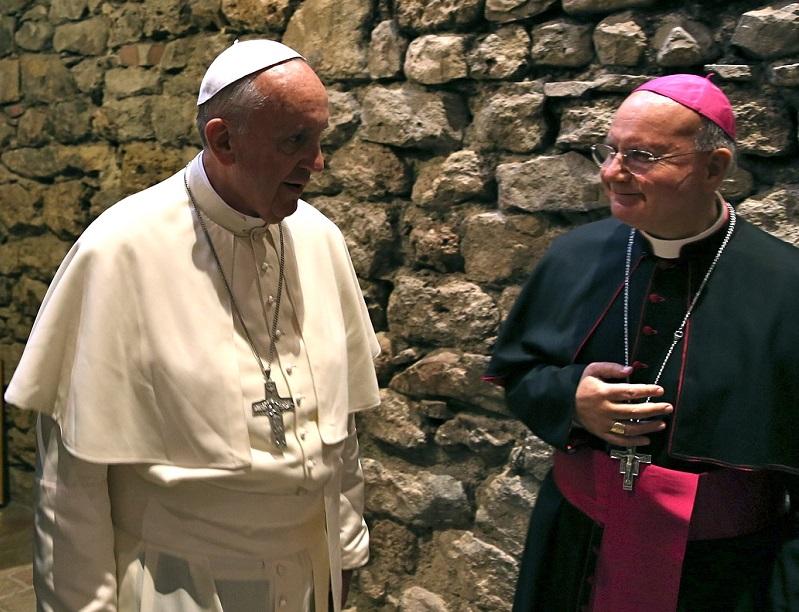 papa-Francesco-e-mons-Domenico-Sorrentino