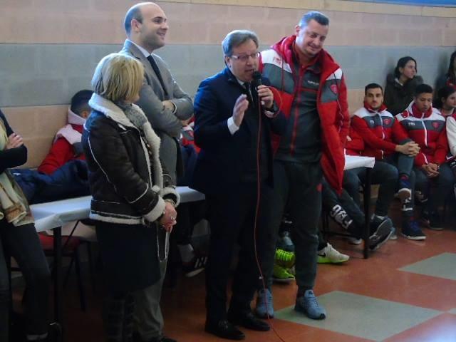 Gli studenti a lezione con i calciatori del Perugia, giornata dell'integrazione alla scuola Bonazzi - Lilli