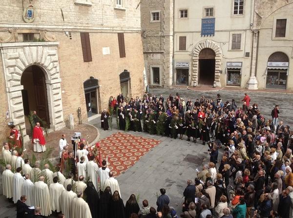 benedizione  palme piazza IV novembre perugia 13 04 2014