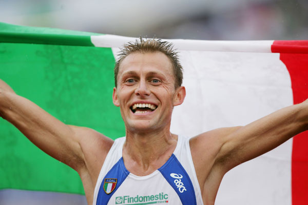 GOTHENBURG, SWEDEN - AUGUST 13:  Stefano Baldini of Italy celebrates winning gold during the Men's Marathon on day seven of the 19th European Athletics Championships at the Ullevi Stadium on August 13, 2006 in Gothenburg, Sweden.  (Photo by Michael Steele/Getty Images)