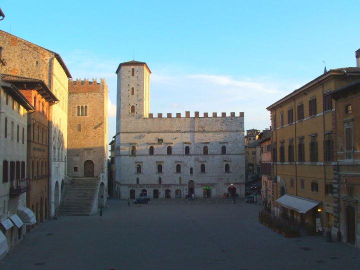 todi_piazza_del_popolo_palazzo_dei_priori