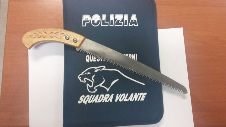 Il coltello sequestrato
