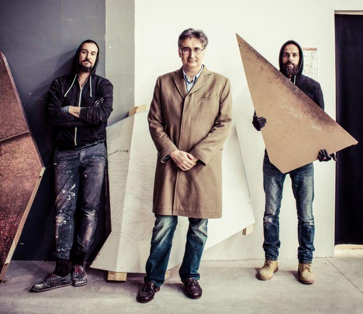 l'artista JAŠA, Duccio K. Marignoli e il curatore Michele Drascek - 1116x966