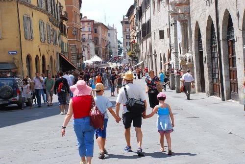 turisti-corso-vannucci-8