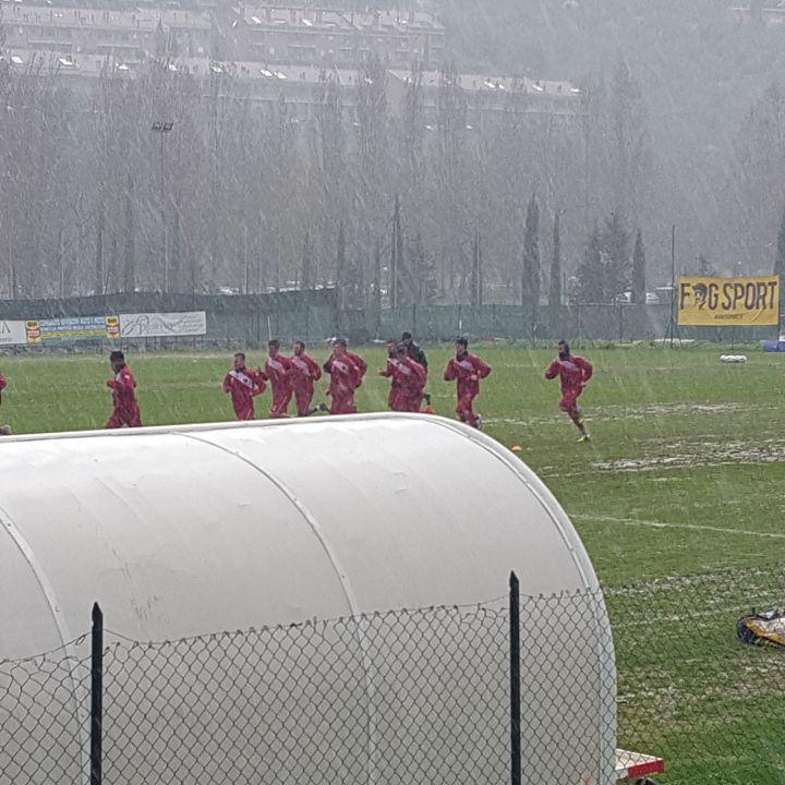 Allenamento Perugia sotto la pioggia