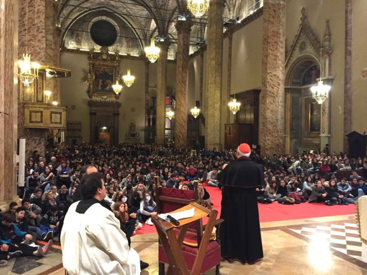la veglia di quaresima dei giovani con il card bassetti in cattedrale