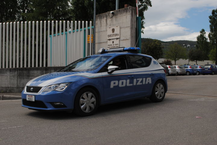 Perugia, calci alla nonna e coltello contro la mamma: arrestato 33 enne dalla Polizia.