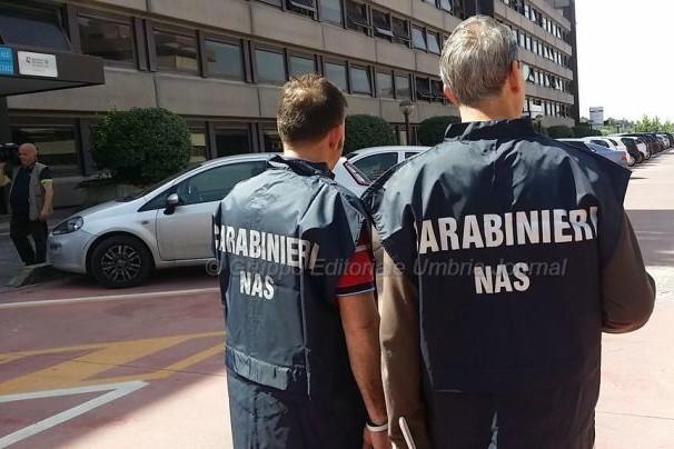 Caos vaccinazioni, Carabinieri denunciano 4 persone: falsa attestazione per due mariti di avvocatesse