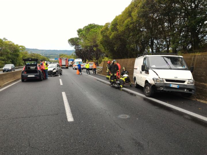 Tragedia sul raccordo Terni-Orte, uomo travolto e ucciso mentre prestava soccorso