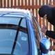 Città di Castello, spacca il finestrino di un'auto e ruba borsa e contanti