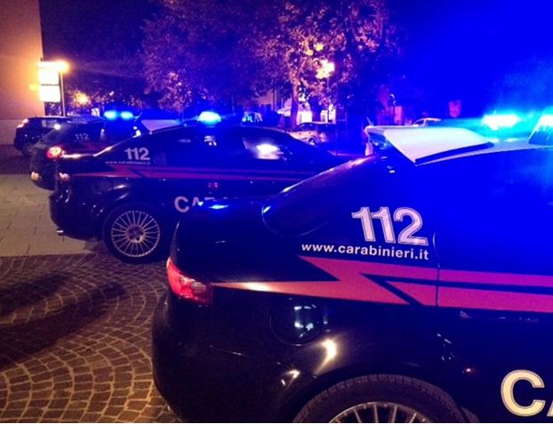Terni, giovane ferito con una coltellata in appartamento. Indagini dei Carabinieri.