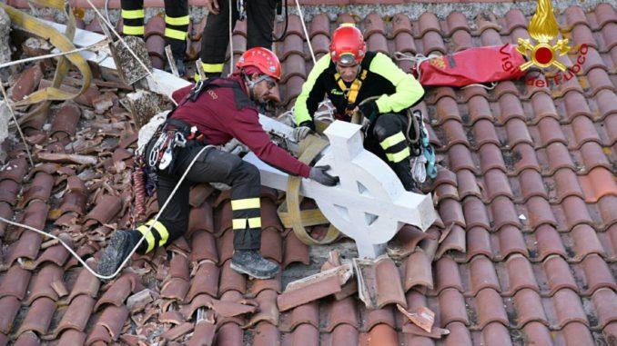 vigili-del-recuperano-croce-e-guglie-6-678x381