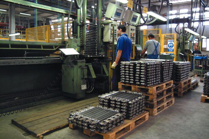 operai-fabbrica-mega800-01