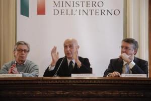 Vasco Errani (s), il ministro dell'Interno Marco Minniti e Raffaele Cantone durante la conferenza stampa di presentazione del protocollo dIntesa per lattuazione degli investimenti e lo sviluppo dimpresa (INVITALIA). Roma 28 dicembre 2016, ANSA/GIUSEPPE LAMI
