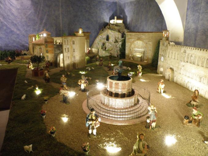 presepe-con-la-fontana-maggiore-di-piazza-iv-novembre-di-perugia-esposto-nella-via-dei-presepi-di-porta-pesa-borgo-bersaglieri