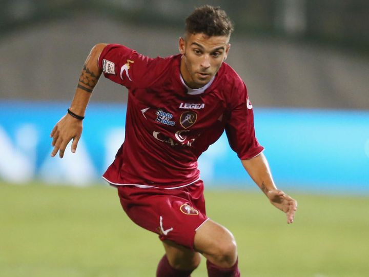 REGGIO CALABRIA, ITALY - SEPTEMBER 12:  Roberto Insigne of Reggina during the Lega Pro match between Reggina Calcio and ACR Messina at Stadio Oreste Granillo on September 12, 2014 in Reggio Calabria, Italy.  (Photo by Maurizio Lagana/Getty Images)