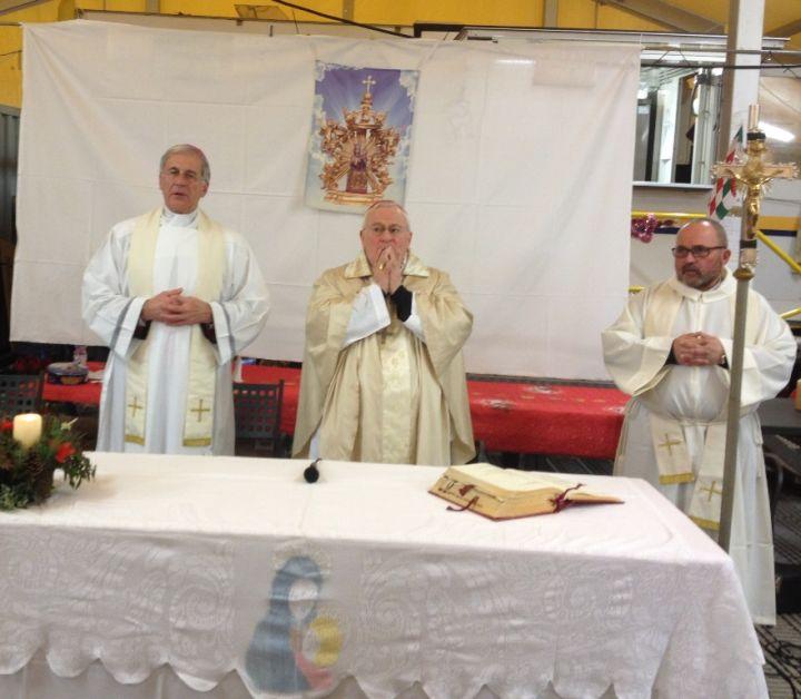 card-bassetti-arcivescovo-boccardo-e-il-parroco-don-rufini