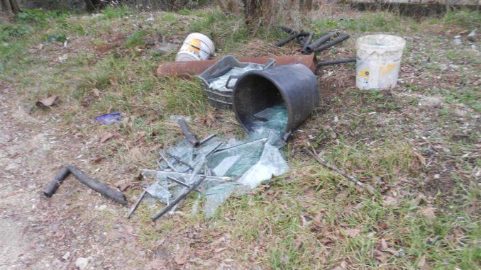 Spello, abbandono rifiuti e no differenziata: 8 multe in pochi giorni