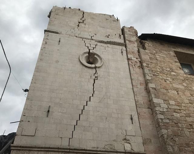campanile norcia1