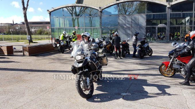 umbria-moto-giro-turistico-lago-2-678x381