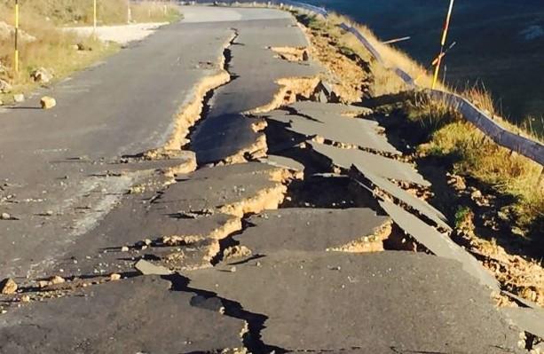 terremoto-la-strada-per-Castelluccio-di-Norcia