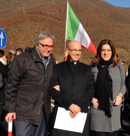 Quadrilatero: Gian Mario Spacca, Castiuscia Marini e Guido Perosino all'inaugurazione tratto Serravalle-Colfiorito.