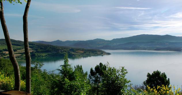 il-lago-di-montedoglio-in-valtiberina-225464_632x330