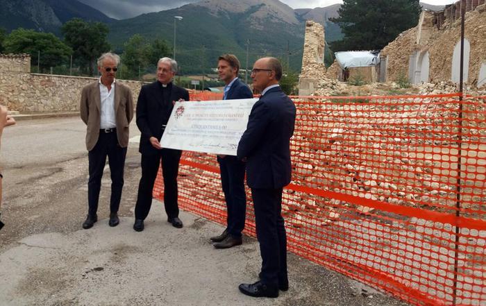 Emanuele Filiberto consegna fondi a vescovo Norcia