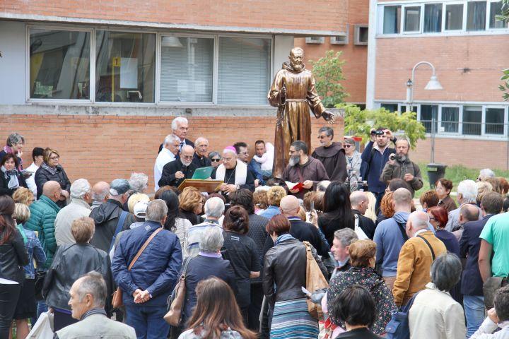 2017-09-20-inauguraz-restauro-statua-PadrePIO (4)