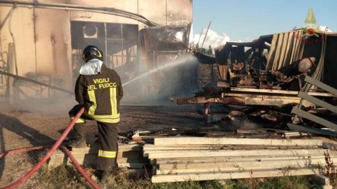incendio-falegnameria-marsciano-1-678x381