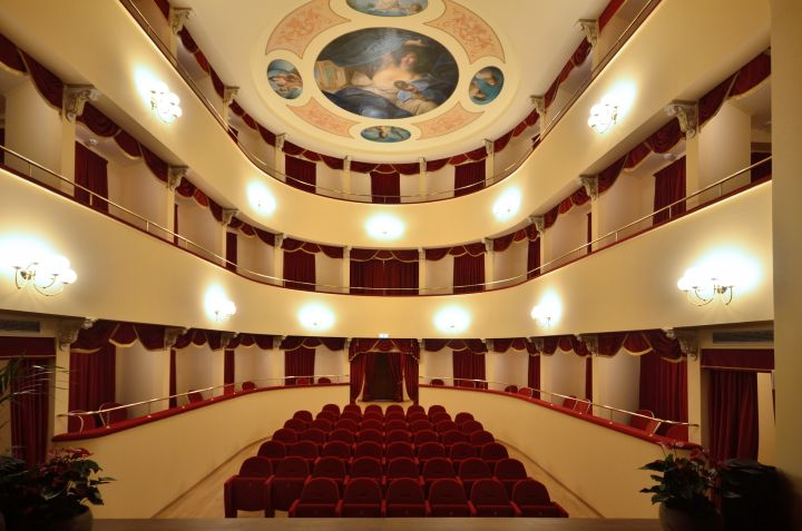 Teatro-Talia-02