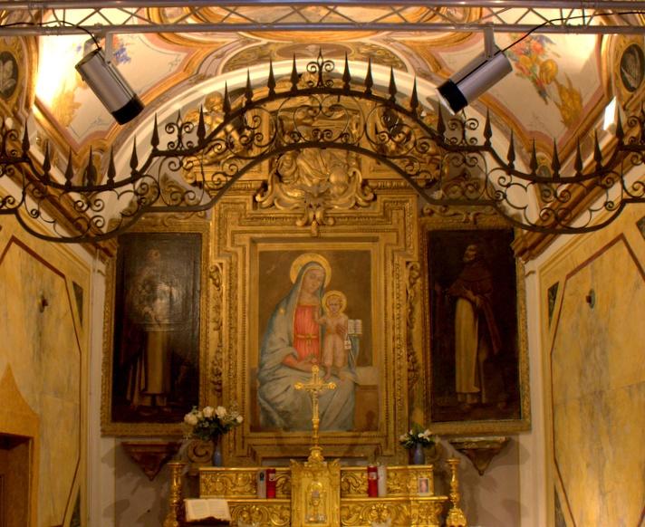 interno cappella del collandone perugia, sede del centro missionario diocesano