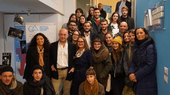 Gli studenti con Andrea Rasca (secondo in piedi a sinsitra)