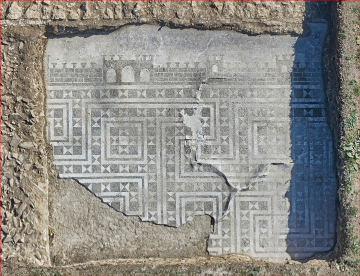 Mosaico torri e svastiche
