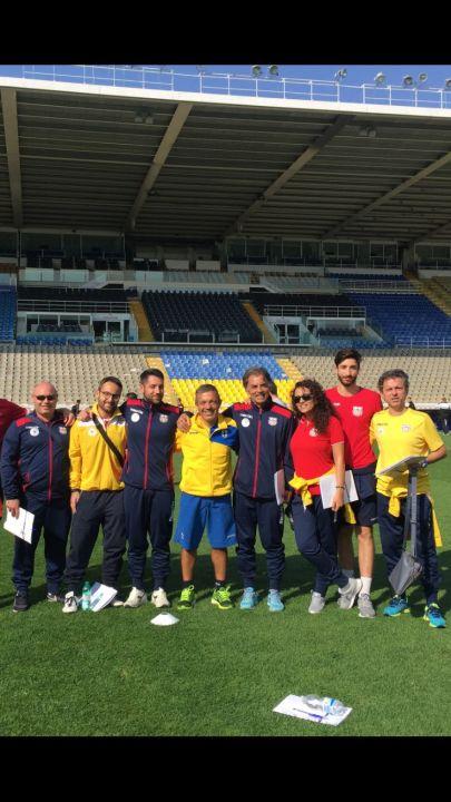Tonelli, con i tecnici del settore giovanile del calcio a 5 e a 11