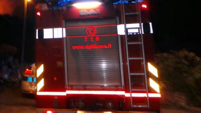 vigili-del-fuoco-nella-notte-678x381