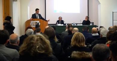 Andrea Fora parla ai presenti