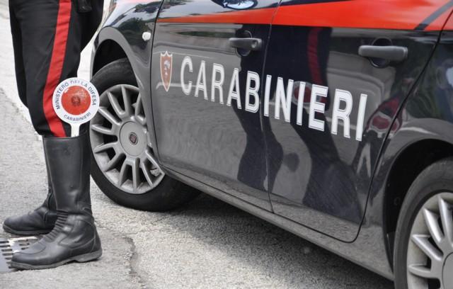 carabinieri femano auto