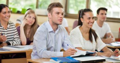 gruppo-di-studenti-aula-33256576