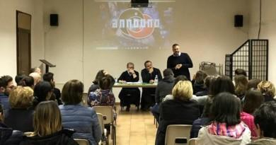 partecipanti e relatori all'incontro sul cyberbullismo promosso dall'oratorio l'astrolabio di ponte d'oddi perugia