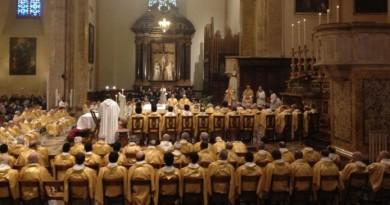 sacerdoti nella cattedrale pg a messa crismale del mercoledì santo