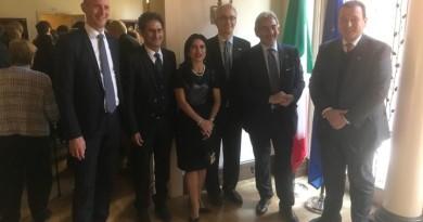 Nella foto i rappresentanti delle maggiori compagnie energetiche mondiali, del ministero dell'ambiente e l'assessore regionale all'ambiente della Regione Lombardia, Raffaele Cattaneo