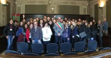 Gli Studenti spagnoli, svedesi e gualdesi insieme al Sindaco Presciutti