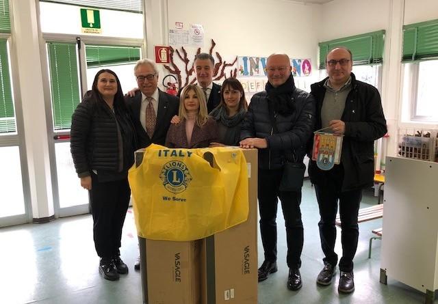Donazione Lions Club scuola Montecastelli