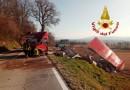 Costacciaro, furgone perde il controllo e sbanda: ferito il conducente