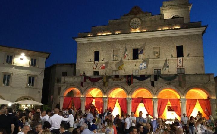 montefalco_palazzo comunale_agosto